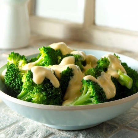 Broccoli with Creamy Cheese Sauce