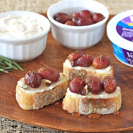 Rosemary Roasted Grapes and Honey Cream Cheese Crostini